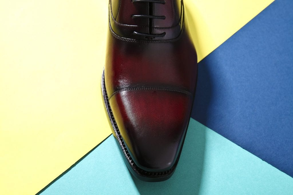 leather shoes, pointed shoes, color